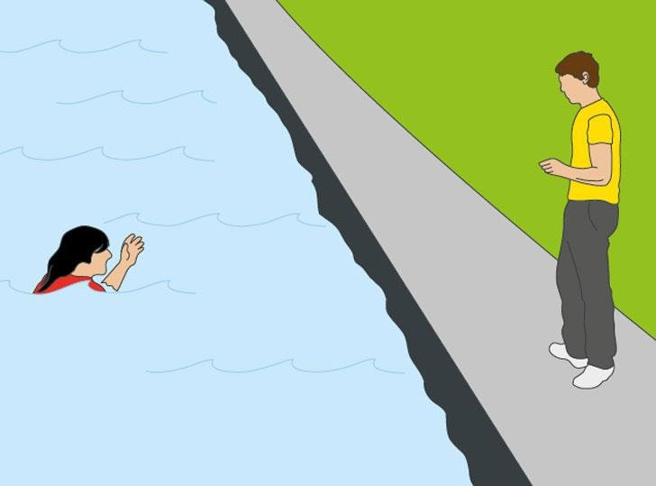 How to rescue someone from drowning | Royal Life Saving
